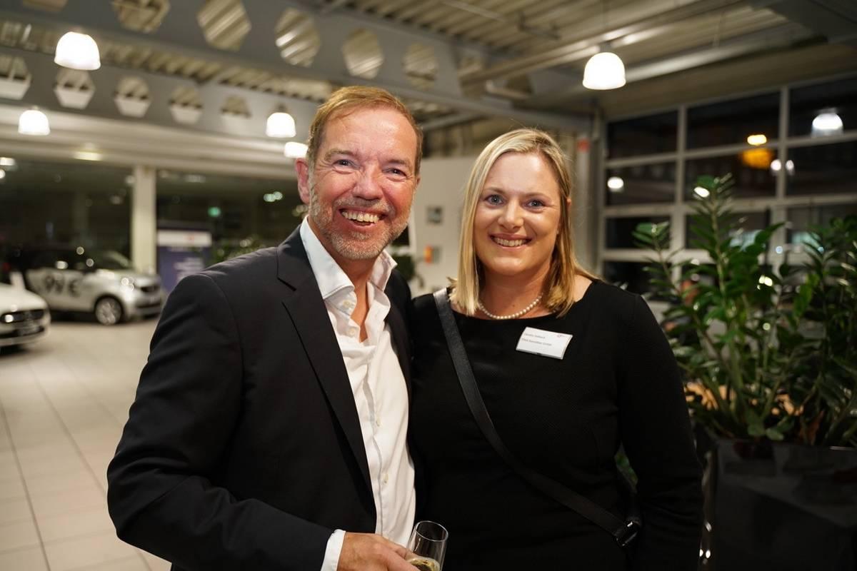 Claudia Halbach Unternehmerin des Jahres zusammen mit Dr. Axel Görs M.A.